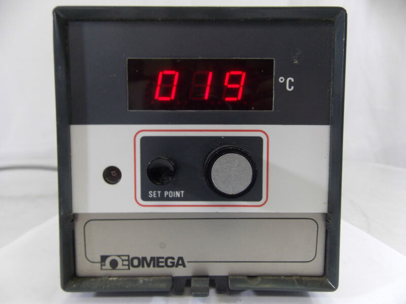 OMEGA  DIGITAL THERMOMETER / CONTROLLER