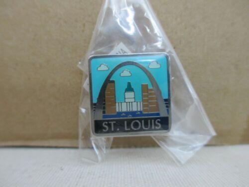 St. Louis, Missouri Gateway Arch Souvenir Tac Pin