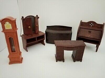 Mixed Lot Of Vintage 16th Scale Dolls House Furniture