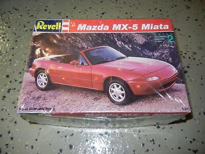 Model Kit 1:24 Scale Revell Mazda MX-5 Miata
