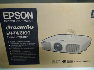 Projector Epson EH TW6100 w wall mount and hmdi setup Southport Litchfield Area Preview