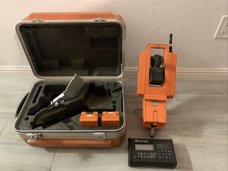 Geodimeter RPU 4400 Station, Control Unit, Case And Batteries Geotronics