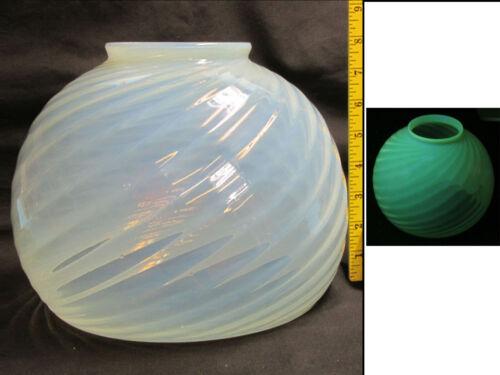 vaseline opalescent art glass shade spiral FLUORESCES in UV