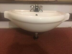 Sink in great shape for sale