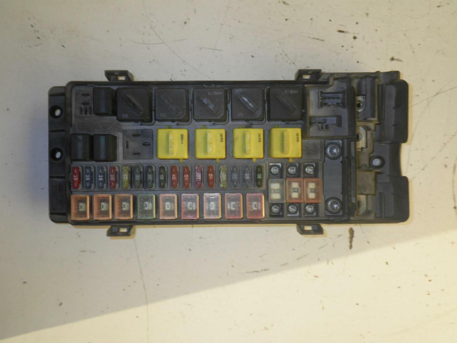 Yqe103810  Land Rover Discovery Engine Fuse Box 4 0l 00 01 02