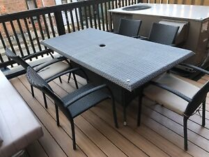 Outdoor patio table and 5 chairs
