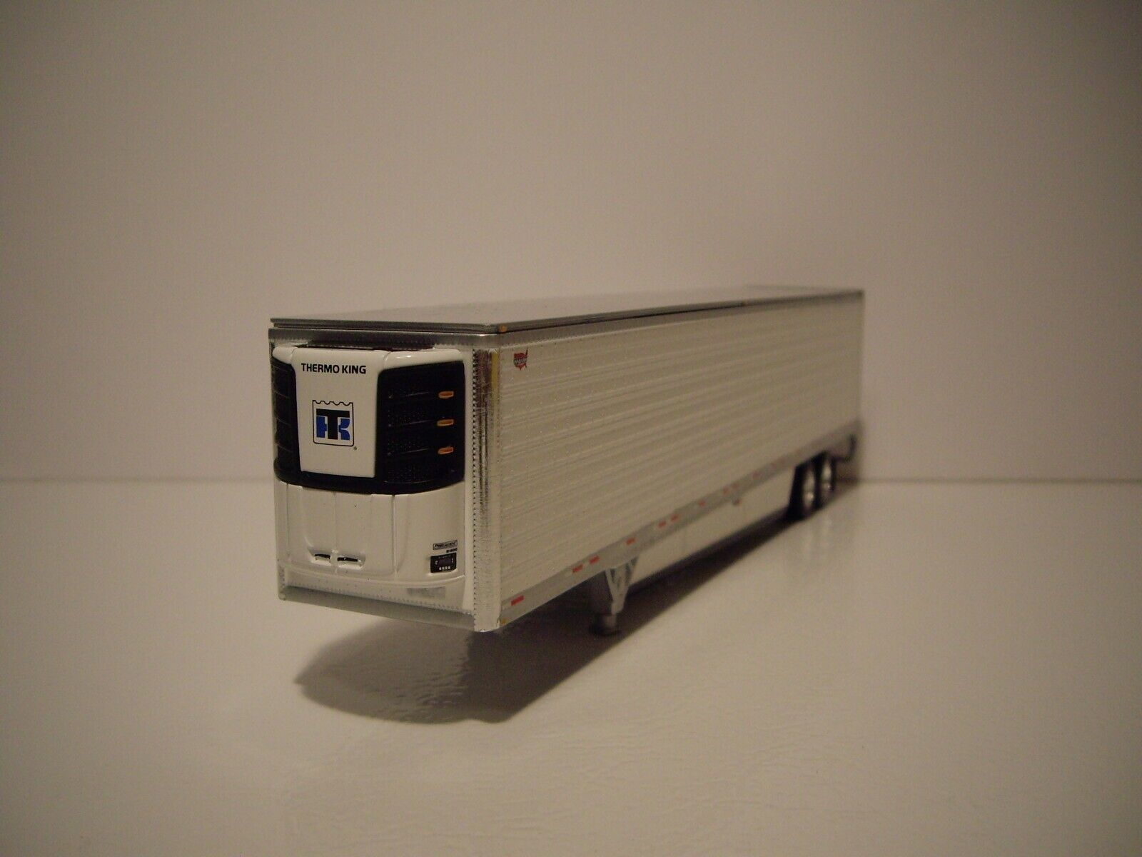 DCP FIRST GEAR 1/64 WHITE 53' WABASH ARCTICLITE TANDEM AXLE REEFER VAN