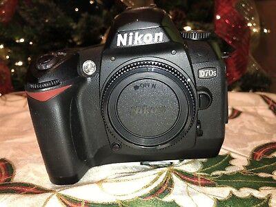 Nikon D70s 6.1MP 2'' SCREEN DIGITAL CAMERA BODY, 28-70 mm LENS AND ACCESSORIES