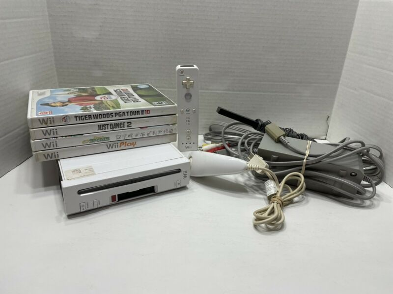 Nintendo Wii Console Bundle RVL-001 GameCube Compatible With Games ***READ***