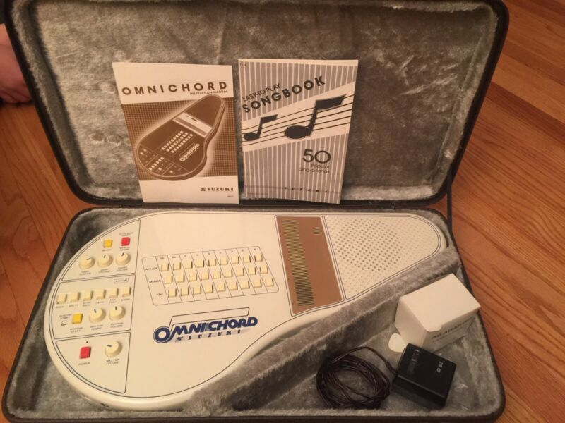 Vintage Suzuki Omnichord OM 27 with Case, key and Adapter - Made in Japan