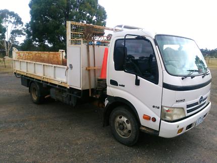 2006 Hino 816 Tip truck- low km's