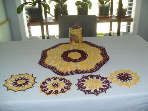 ROUND DOILY WITH COASTERS