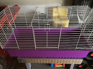 Lrg collapsible rabbit cage (has some wear)