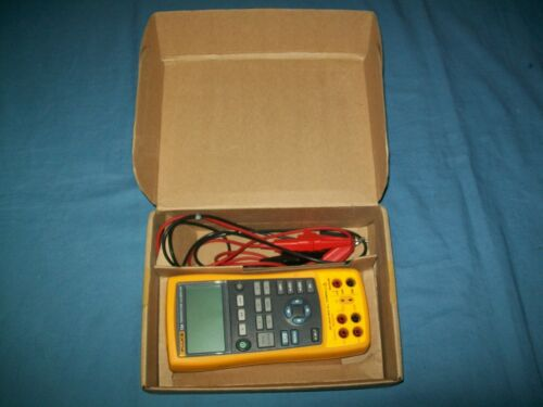 FLUKE 724 Temperature Calibrator Calibration Meter Tester w Leads Barely Used