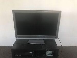 Flatscreen tv Wamberal Gosford Area Preview