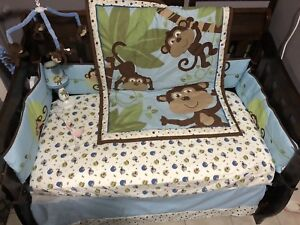 Complete crib bedding set + lamp