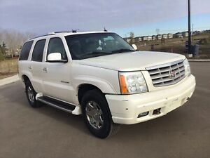 ESCALADE MINT LOW KMS - MUST SELL OFFERS..?