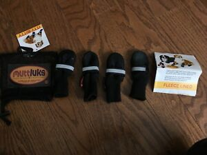 Small Muttluks fleece-lined dog boots