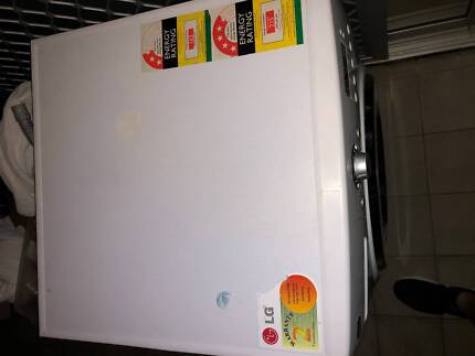 LG Washer and Dryer 8/4kg - Great Condition. Moving overseas.