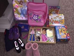 Toys + UGG + Crocs + other girl item = Lot 15$