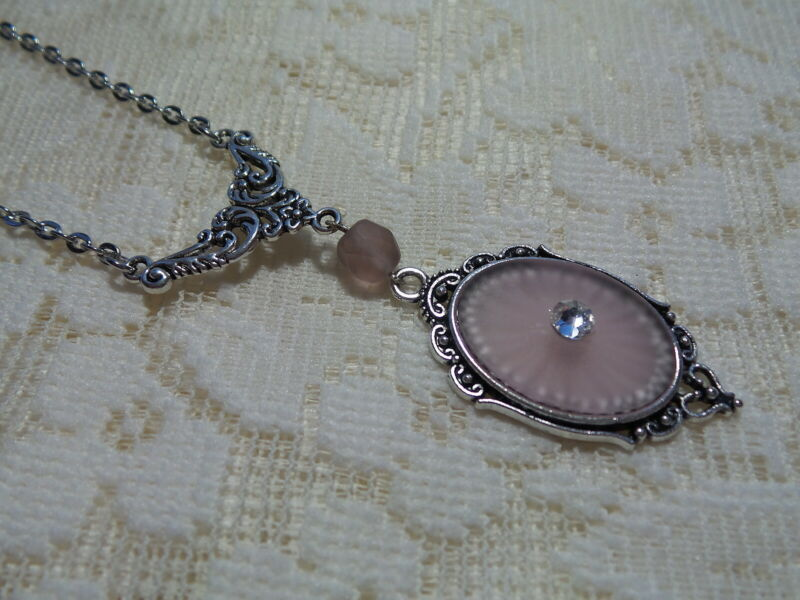 """HANDMADE VINTAGE LT PINK SUNRAY CRYSTAL FROSTED CAMPHOR GLASS NECKLACE 20"""""""