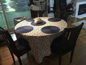 Dining table with 4 chairs cozy round