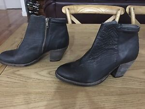 Ankle boots St Agnes Tea Tree Gully Area Preview