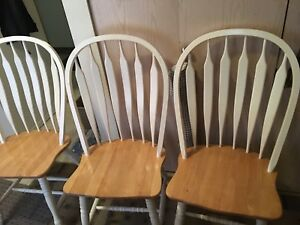 4 wobbly chairs! Give an offer!