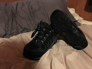 BRAND NEW SIZE 8 WORKLOAD WORK SHOES