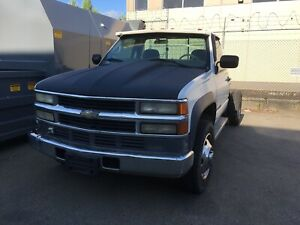 Chevrolet 3500 HD Dually Cab chassis propane / gas