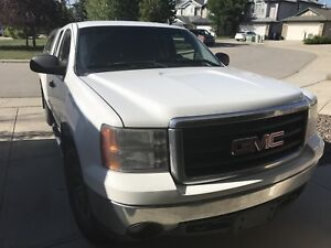 2008 GMC Sierra 4*4 cab and a half