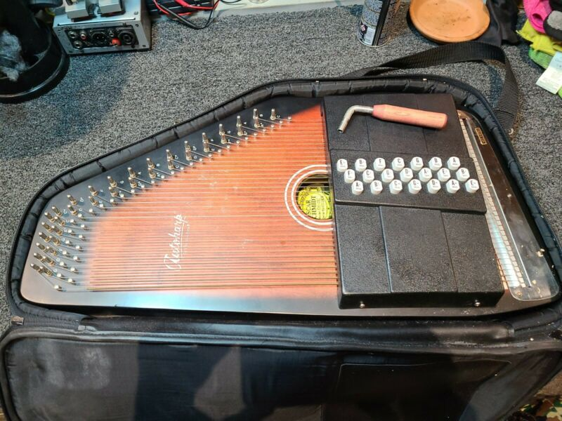 Oscar Schmidt OS21C Autoharp with case and tuning wrench