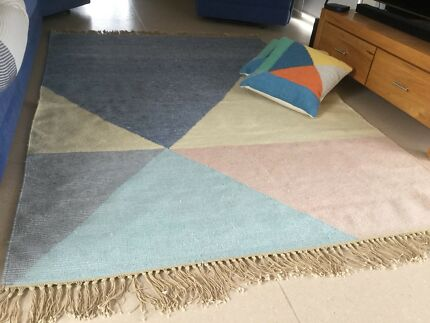 Freedom Floor Rug  / 2 Matching Cushions