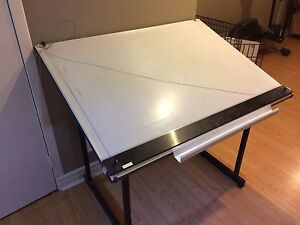 Drafting table - Table à dessin