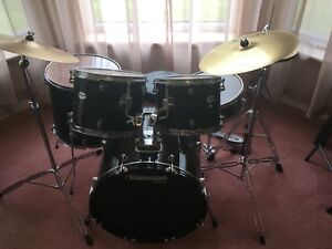 Mapex Tornado drum kit - black