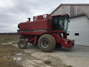 Case IH 1644 Combine  with Grain Head