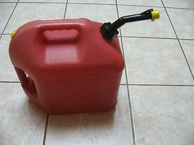 Old School Blitz 5 Gallon Vented Gas Can Self Venting Easy Pour Spout And Cap