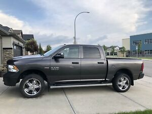 2016 Ram 1500 Hemi Crew Cab Clean title highway milage