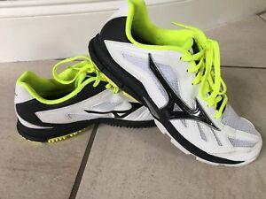 Women's Mizuno White and neon yellow Tennis Running Shoes Size 9