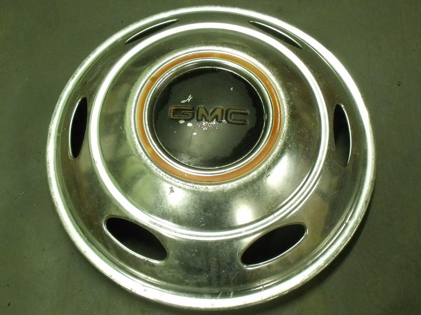 "SINGLE (1) HUB CAP GMC COVER 16"" SEE DESCRIPTION FOR MEASUREMENTS FULL COVER"