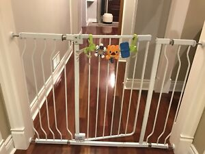 Extra tall metal expandable baby gate