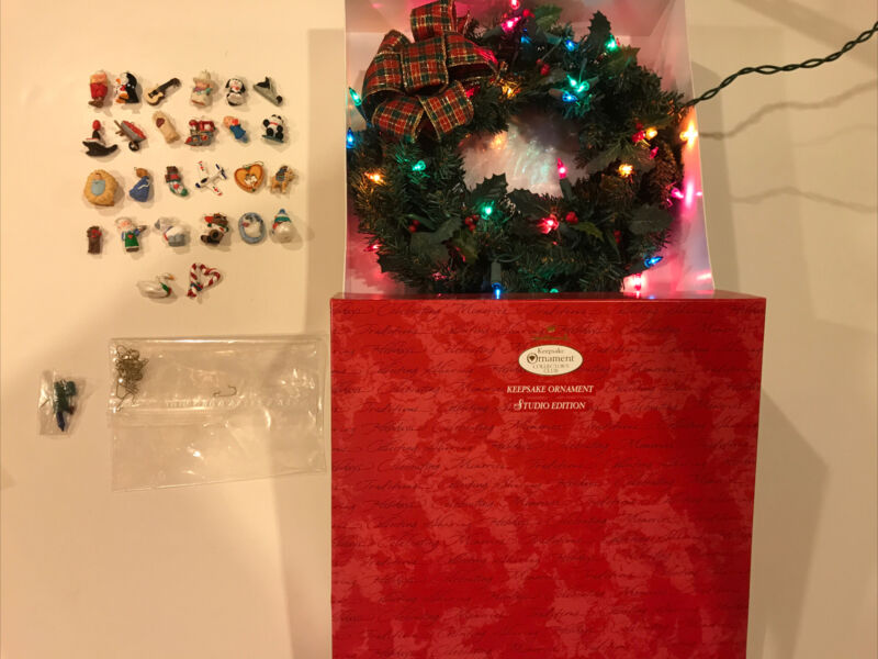 2001 Hallmark 15th Anniversary Celebration Wreath with 26 Miniature Ornaments
