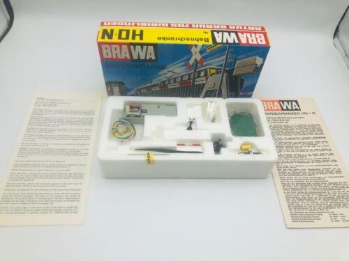 BRAWA 1140 N Scale Railway Barrier / Bahnschranke