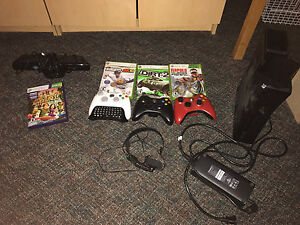 Xbox 360 320 GB 3 controllers 4 games and Kinect