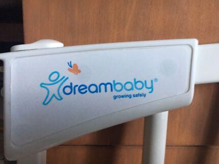 Baby safety gate
