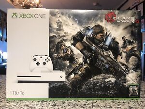 1 TB XBOX ONE S with two controllers and one game