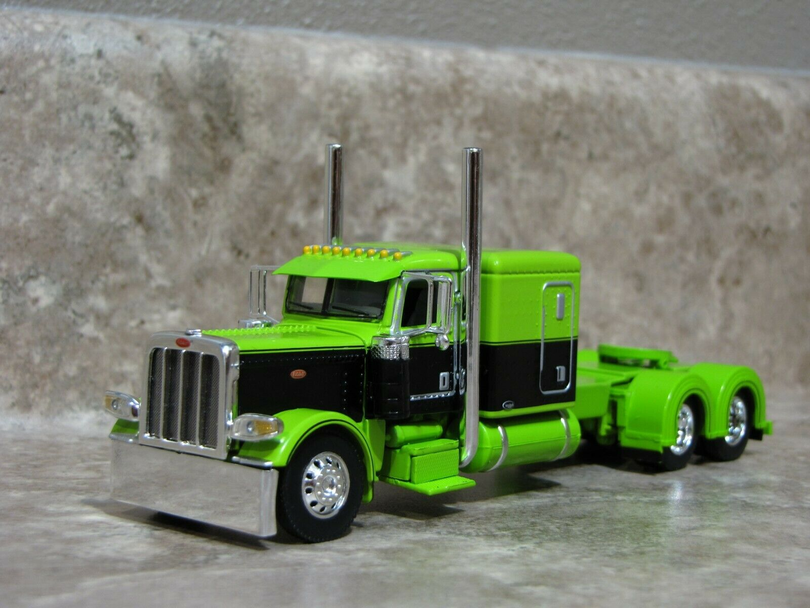 DCP 1/64 Lime Green Black Flattop Peterbilt 389 Semi Truck Farm Toy