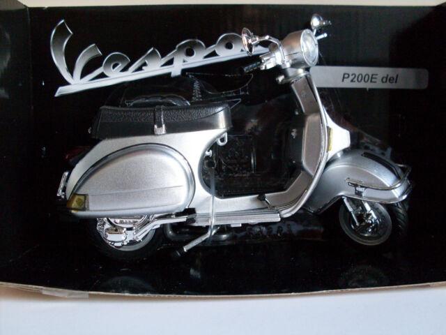 1978 Vespa P200E del silber, NewRay Motorrad Roller Modell 1:12