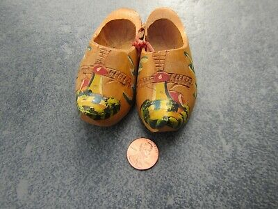 - Collectible BRAND NEW! MADE in HOLLAND WOOD DUTCH SHOES MINI HAND PAINTED 3 1/2