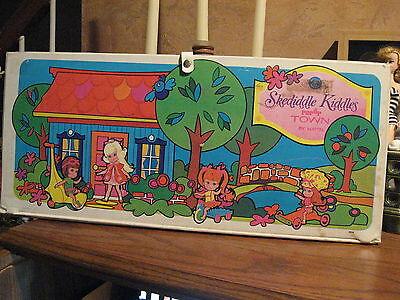 Liddle Kiddle Skediddle Kiddles Pop Up Town by Mattel 1967